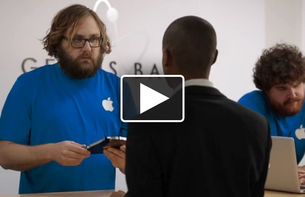VIDEO: Obama Takes Country to Apple Store